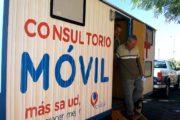 El consultorio móvil municipal atiende cada semana a más de 400 vecinos de diferentes barrios
