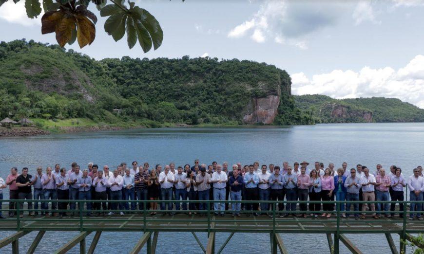 Passalacqua se reunió con los 76 intendentes misioneros y firmaron convenio sobre Emergencia Alimentaria